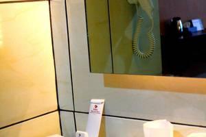 Hotel Inna Dharma Deli Medan - Fasilitas toilet kamar royal deluxe