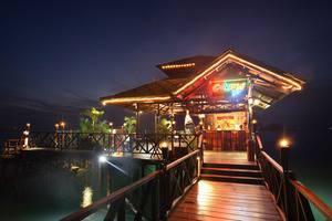 Nirwana Resort Hotel Bintan - Calypso Floating Bar
