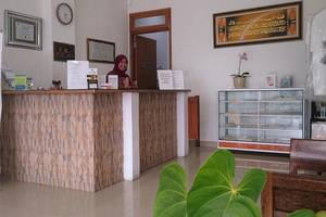 Prima Dini Hotel Bukittinggi - penerima tamu