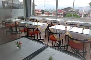 Prima Dini Hotel Bukittinggi - ruang makan