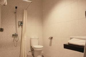 Smile Hotel Cirebon - Bathroom