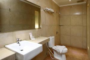 Laxston Hotel Jogja - Kamar mandi