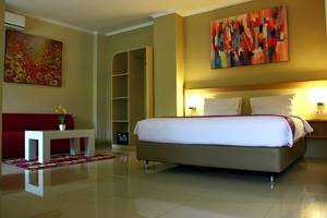 Laxston Hotel Jogja - KAMAR SUITE