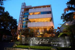 Patra Jasa Bandung - Pintu masuk Hotel