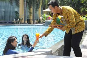 Narita Classic Hotel Surabaya - Swimming Pool