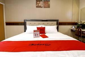RedDoorz Premium near Universitas Sumatera Utara