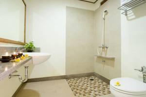 Nyiur Indah Beach Hotel Pangandaran - Bathroom