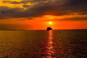 Sylvia Resort Komodo Flores - Matahari terbenam