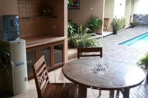 Rumah Teras Cigadung Guesthouse Bandung - Kolam Renang