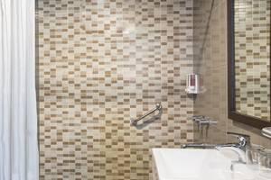 Amaris Hotel Bengkulu - toilet