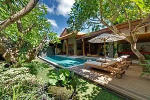 Villa Kinaree Estate Seminyak - Villa A - Taman dan Kolam Renang