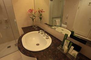 Mason Pine Hotel Bandung - Premiere Bathroom