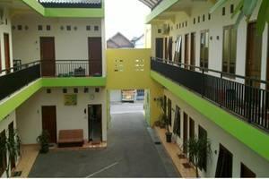 Graha Wisata Hotel Surabaya - Tampilan Luar Guest House