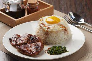 Hotel Nyland Cipaganti - Lemongrass Chicken & Fried Egg