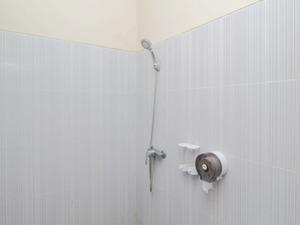 Airy Seminyak Sunset Road Belong Dua 5 Kuta Bali - Bathroom
