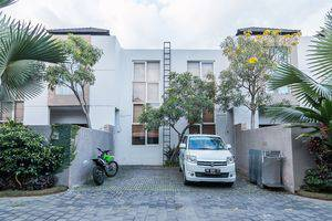 ZEN Premium Kerobokan Seminyak Villa Bali - Tampak luar