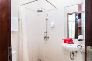 ZEN Premium Kerobokan Seminyak Villa Bali - Kamar mandi