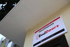RedDoorz at Penjernihan - Eksterior