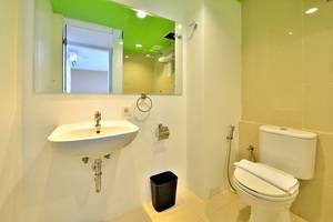 Whiz Prime Megamas Manado - Bathroom