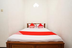 OYO 302 Karolin Syariah Homestay Malang - BEDROOM