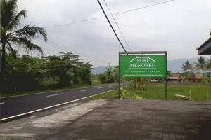 Puri Menoreh Hotel Magelang - Papan nama