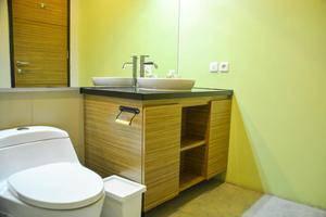 Treehouse Suites Jakarta - Bathroom