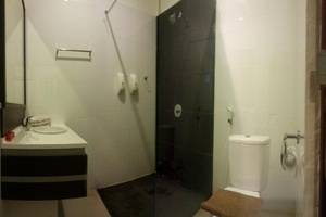 Jazz Hotel Palu Palu - Kamar mandi