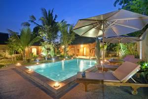 Pajar House Ubud Bali - kolam renang di waktu malam