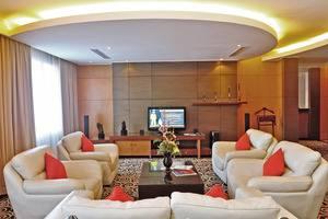 Gumaya Hotel Semarang - Living Room