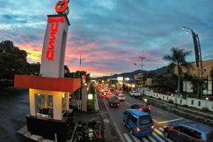 Grand USSU Hotel Bogor - Hotel Entrance