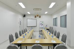 POP! Hotel Banjarmasin - Meeting Room