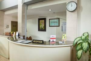 RedDoorz near Gubeng Station 2 Surabaya - Resepsionis