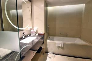 Swiss-Belhotel Harbour Bay Batam - Bathtub -  Grand Deluxe