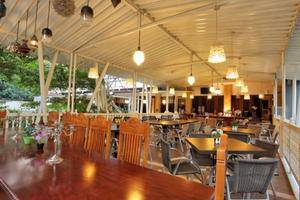 The Victoria Luxurious Guest House Bandung - Restaurant