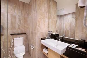 Harper Mangkubumi - Deluxe Bathroom