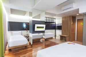 MaxOneHotels at Dharmahusada  Surabaya - Love Room