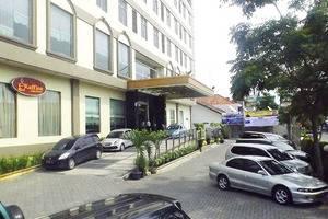 Grand Kanaya Hotel Medan - PARKIR DEPAN