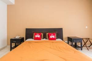 ZenRooms Legian Poppies One Bali - Tampak tempat tidur double