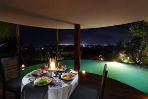 Casa Bonita Villas Bali - Makan malam romantis