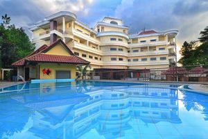 Horison Karang Setra Resorts Bandung - swimming Pool