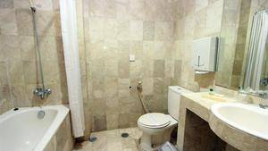 Karang Setra Hotel & Cottages Bandung - Suite Bathroom