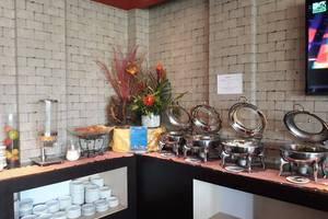 100 Sunset 2 Hotel Bali - buffet