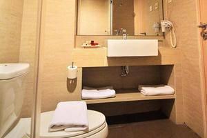 BTC Hotel Bandung - Bathroom