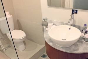 Aston Pluit - bathroom