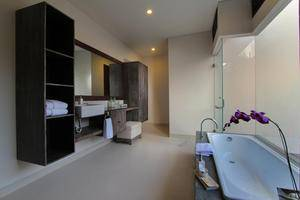 Royal Samaja Villa Bali - Bathroom