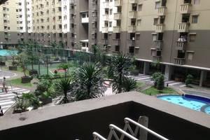 Apartment Gateway Cicadas by Meriana