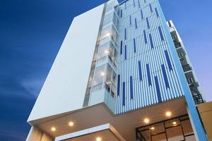 Sparks Lite Hotel Manado - Bangunan hotel