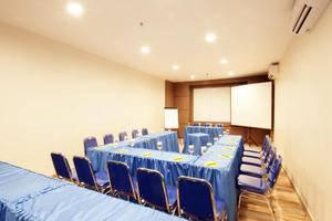 Sparks Lite Hotel Manado - Kamar Conference