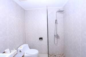 RedDoorz @Umalas Bali - Kamar mandi