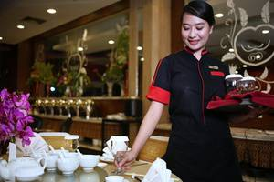 Aston Cengkareng - Waitress